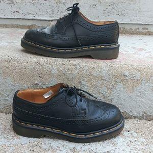 🎈hp🎈  Dr. Martens vintage wing tip shoes. Size 6